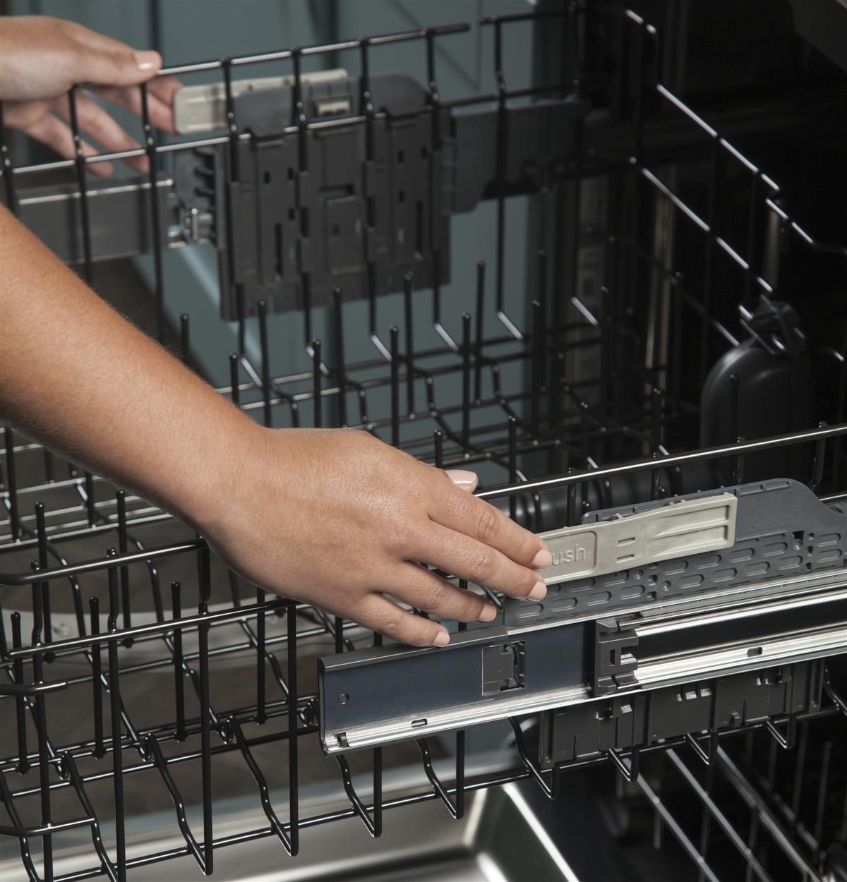 Easy touch adjustable upper rack with 2 Stem Safe shelves