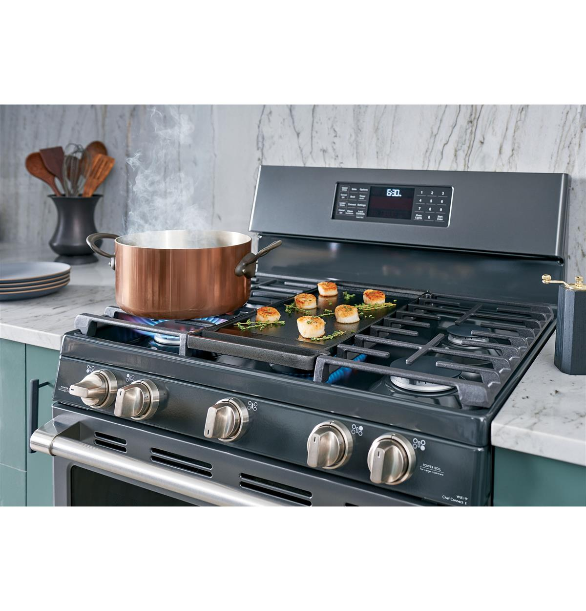 Versatile cooktop complements every cooking style